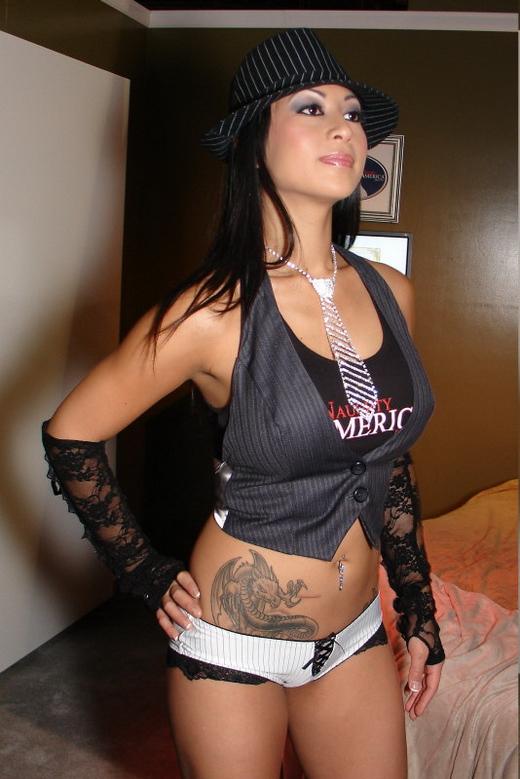 Gianna Lynn sieht gut und sexy aus.