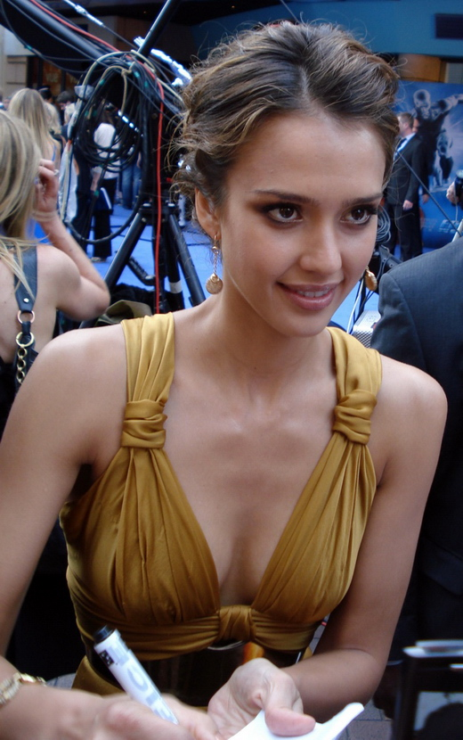 "Jessica Alba 2007 bei der Premiere von ""Fantastic Four: Rise of the Silver Surfer"" in London."