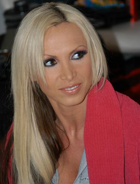 Nikki Benz aus Kanadaam Set von eXXXtra eXXXtra im Februar 2007 aufgenommen.